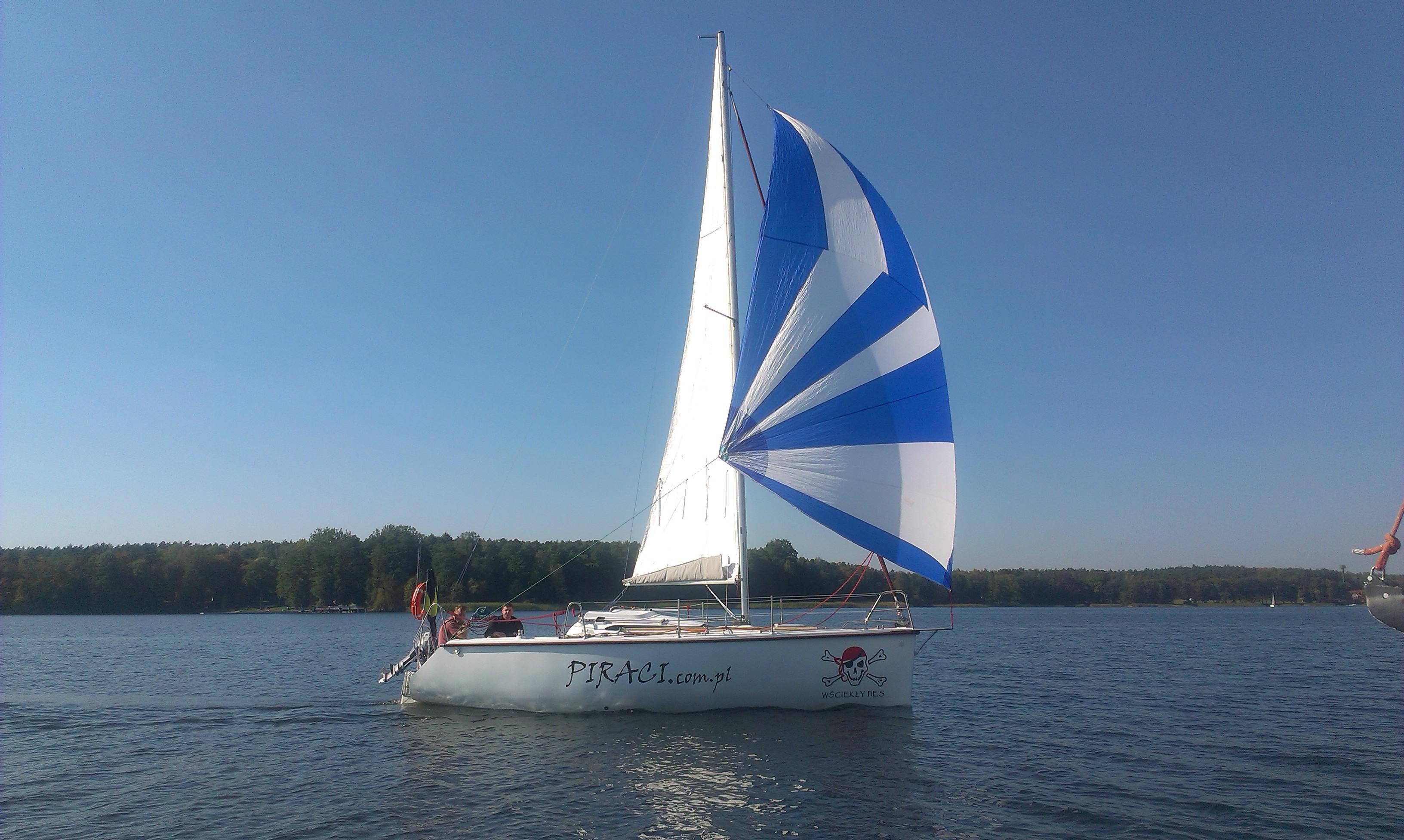 Twister 26 Czarter Mazury - propozycja dla żeglarzy z zacięciem turystyczno - sportowym