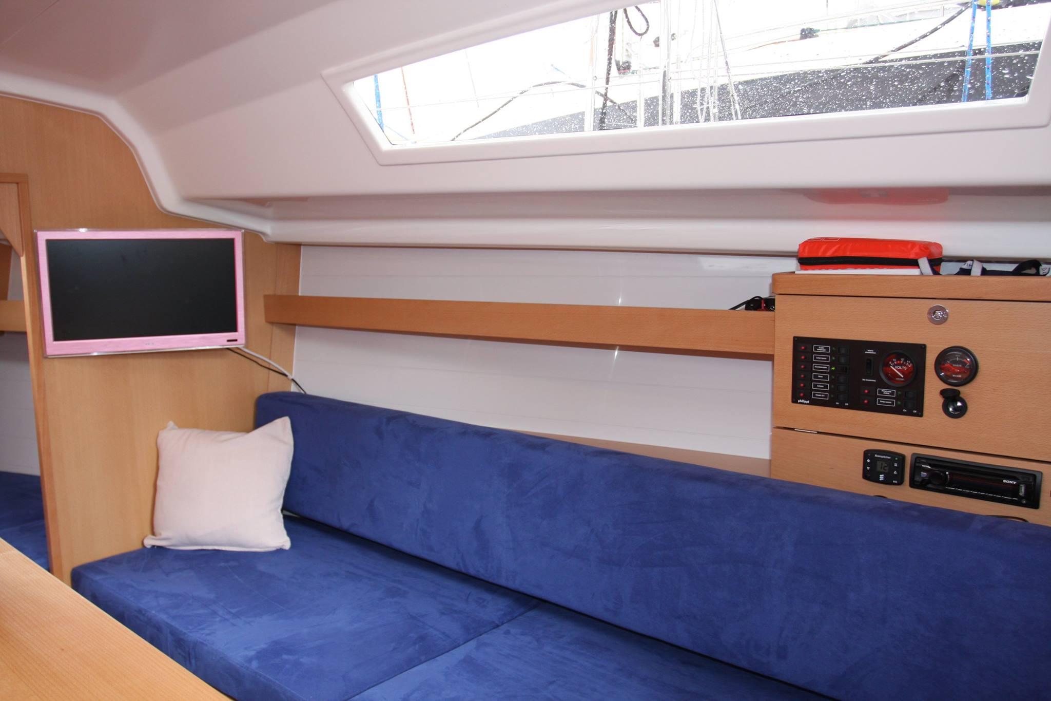 Phila 900 Czarter Mazury - propozycja dla żeglarzy ceniących bezpieczeństwo, wygodę i właściwości nautyczne