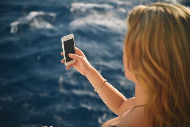 smartfon-aplikacje-zeglarstwo-nad-woda