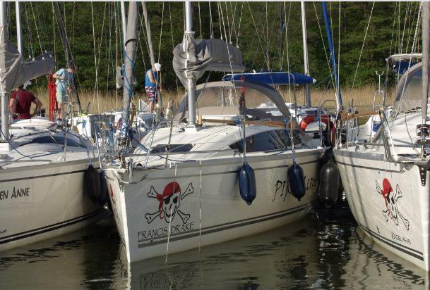 Jacht czarterowy Phila 900