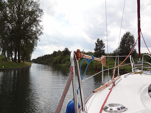 Czarter jachtów Giżycko - Mazury - przeprawa przez kanał