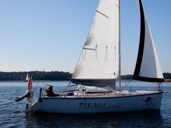 Czarter jachtów Giżycko - jacht na jeziorze Niegocin