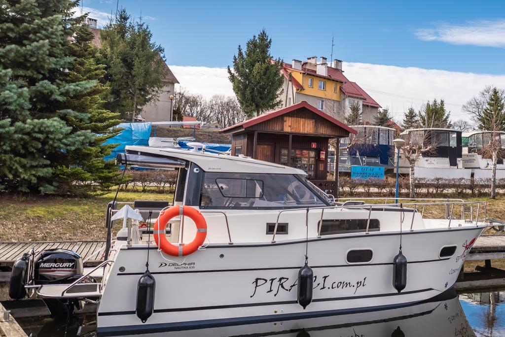 Czarter jachtów motorowych Mazury - Jacht NAUTICA 830MC - idealny jacht motorowy na jeziora mazurskie